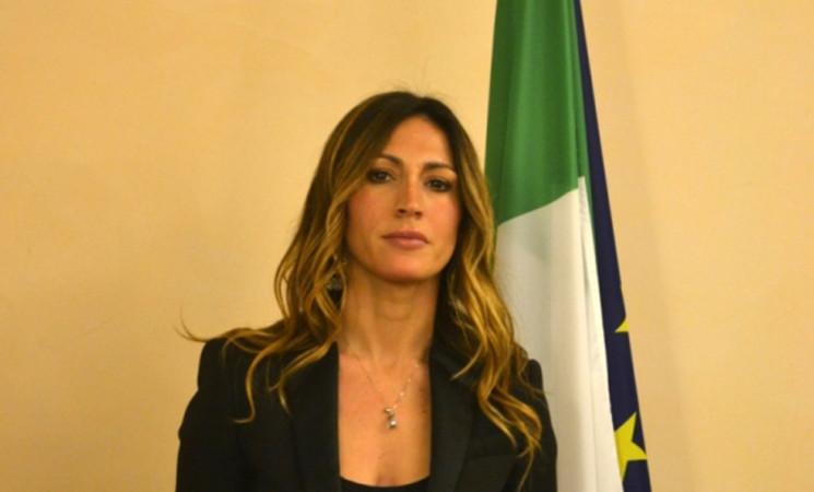 Migranti: Savino (FI), Berlusconi è l'unico che può risolvere problema