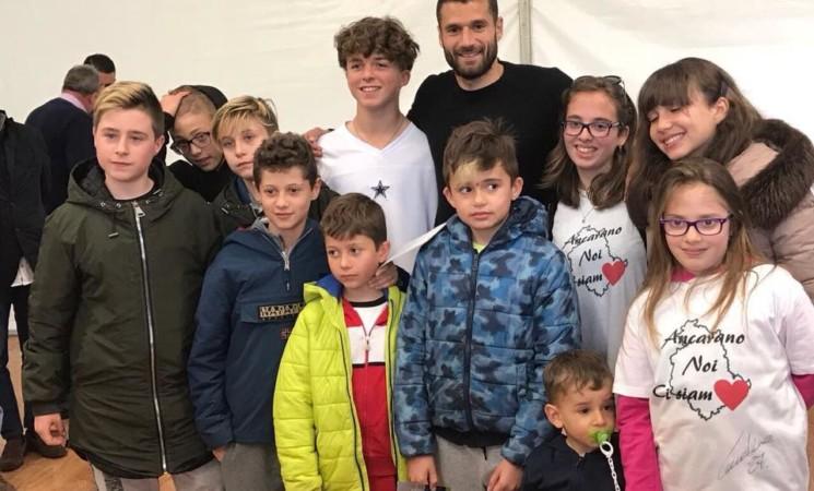 Terremoto: Candreva regala campo di calcio a bambini Ancarano